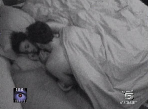Grande Fratello 9: Paolo Mari e Cristina Del Basso a letto