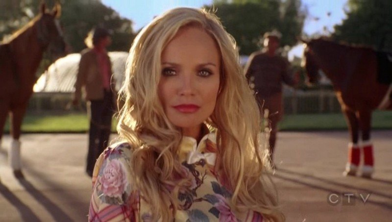 Kristin Chenoweth durante una scena dell'episodio 'Dolcetto o scherzetto?' della serie tv Pushing Daisies
