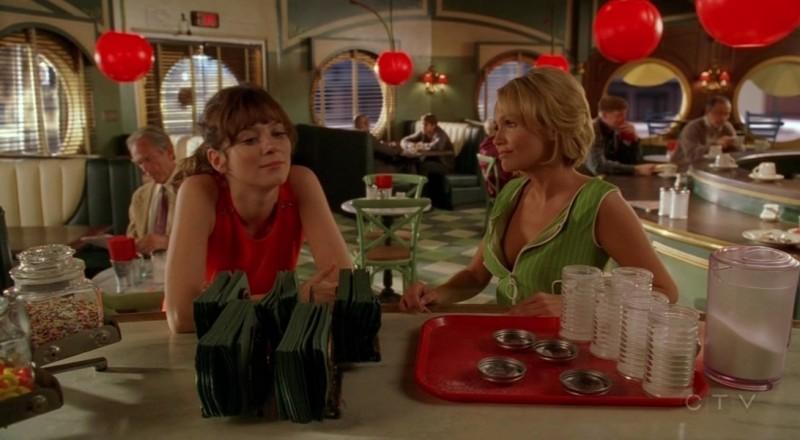 Kristin Chenoweth e Anna Friel nell'episodio 'Il super cane' della serie tv Pushing Daisies