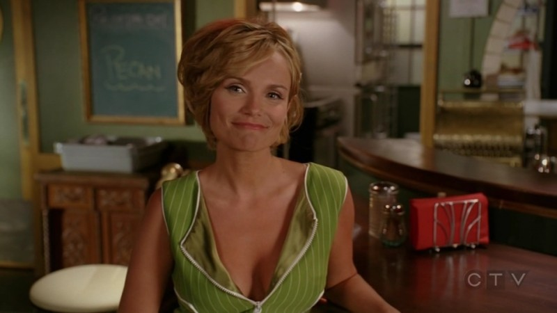 Kristin Chenoweth in una scena dell'episodio 'Il Tarassaco' della serie tv Pushing Daisies