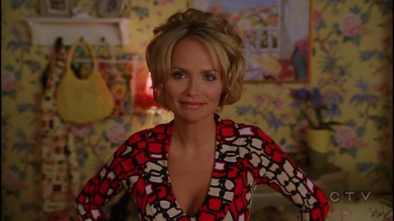 Kristin Chenoweth nel ruolo di Olive Snook nell'episodio 'Dolcetto o scherzetto?' della serie tv Pushing Daisies