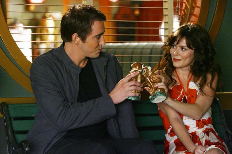 Lee Pace con Anna Friel nel pilot della serie tv Pushing Daisies: Il ritorno di Chuck