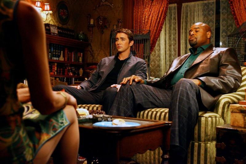 Lee Pace e Chi McBride nel primo episodio della serie tv Pushing Daisies: Il ritorno di Chuck