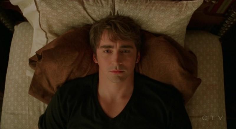 Lee Pace in una scena dell'episodio 'Il super cane' della serie tv Pushing Daisies
