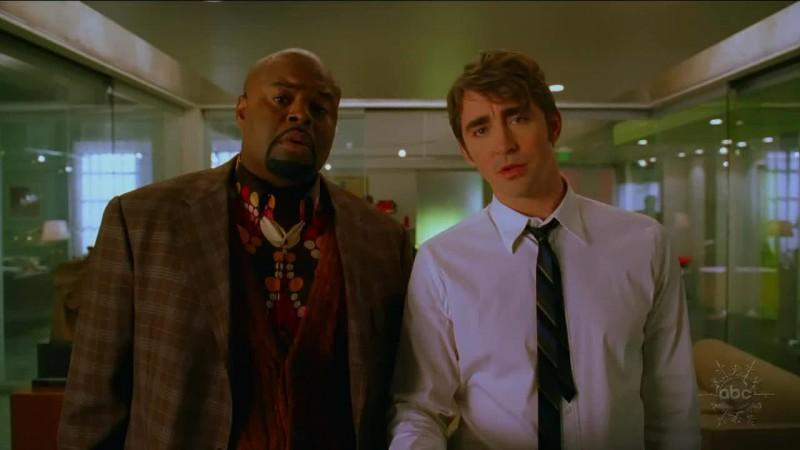 Chi Mc Bride e Lee Pace in un momento dell'episodio 'Corpo Surgelato' della serie tv Pushing Daisies