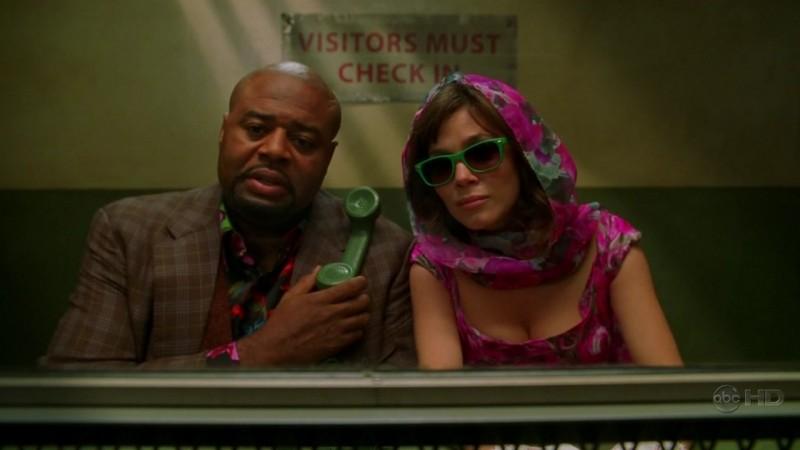Chi McBride insieme alla collega Anna Friel in una scena dell'episodio 'Amare Delizie' della prima stagione di Pushing Daisies
