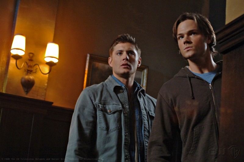 Jared Padalecki e Jensen Ackles in una scena dell'episodio Death Takes a Holiday di Supernatural