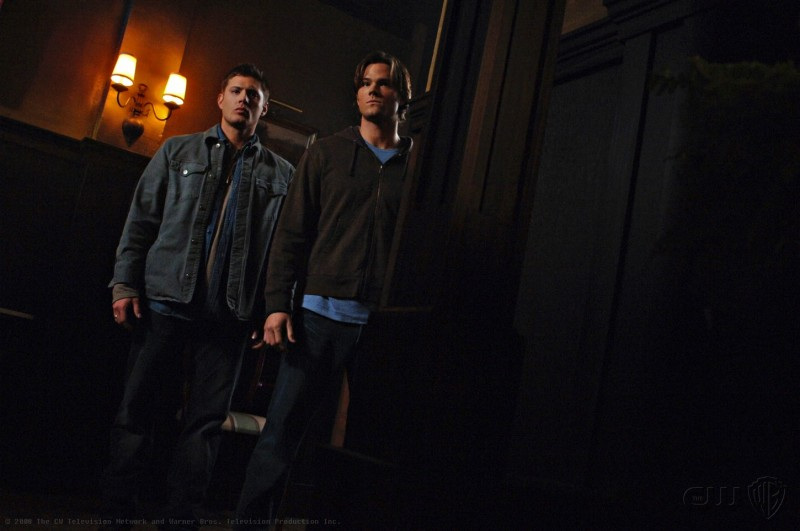 Jared Padalecki e Jensen Ackles nell'episodio Death Takes a Holiday di Supernatural