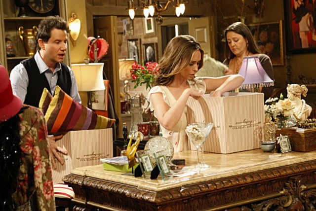 Jennifer Love Hewitt, Camryn Manheim e Jamie Kennedy nell'episodio Ghost Busted della quarta stagione di Ghost Whisperer