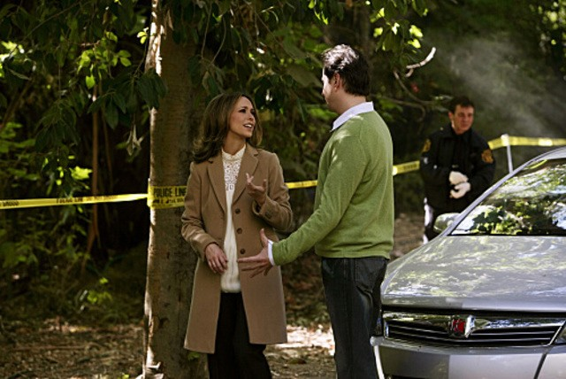Jennifer Love Hewitt con Jamie Kennedy nell'episodio Body of Water (da lei diretto) della quarta stagione di Ghost Whisperer