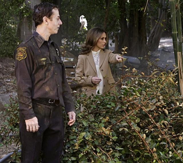 Jennifer Love Hewitt sul set dell'episodio Body of Water (da lei diretto) della quarta stagione di Ghost Whisperer