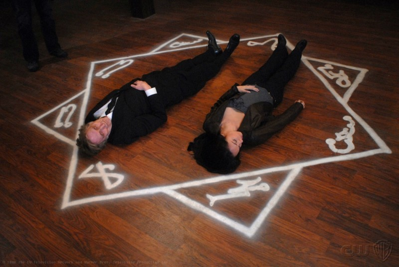Lindsey McKeon e John Burnside in una scena dell'episodio Death Takes a Holiday di Supernatural