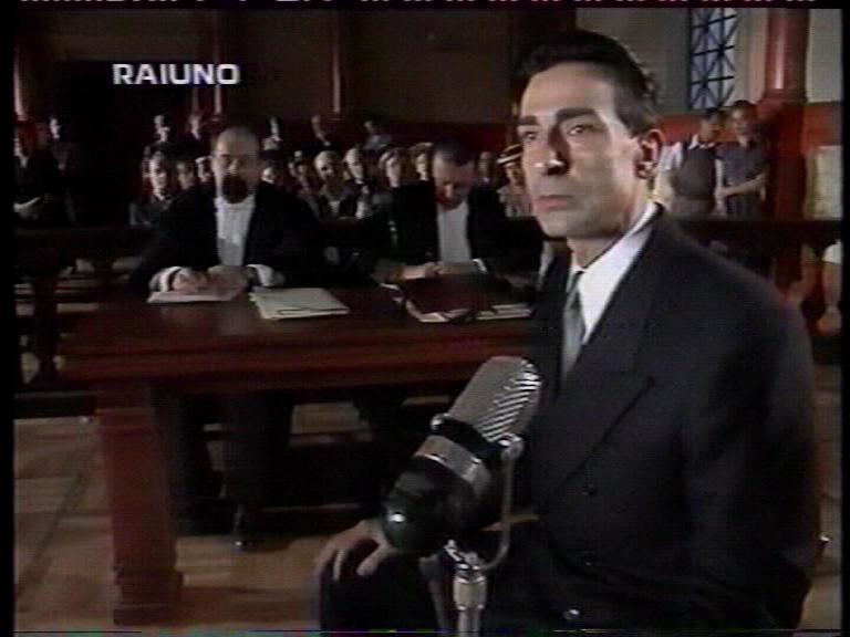 Mauro Leuce in una sequenza del film Il caso Graziosi.