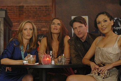 Andrew McCarthy insieme a Lindsay Price, Kim Raver e Brooke Shields nell'episodio 'Chapter Five: Dressed To Kill' della serie tv Lipstick Jungle