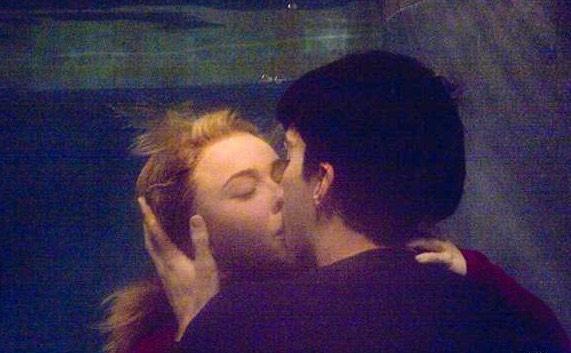 Hayden Panettiere in una romantica scena di Exposed della terza stagione di Heroes