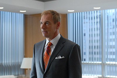 Julian Sands nel ruolo di Hector nell'episodio 'Chapter two: Nothing Sacred' della serie tv Lipstick Jungle