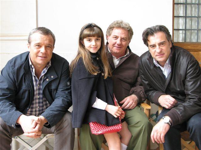 La piccola Angelica Cinquantini con Claudio Amendola, Max Tortora e Antonello Fassari sul set de I Cesaroni 3