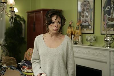 Lindsay Price nel ruolo di Victory in una scena del primo episodio della serie tv Lipstick Jungle