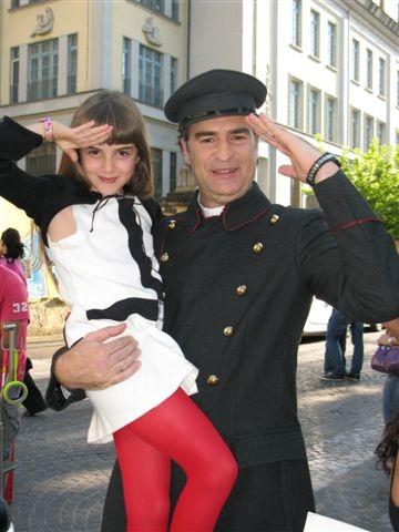 Max Tortora con Angelica Cinquantini sul set de I Cesaroni 3