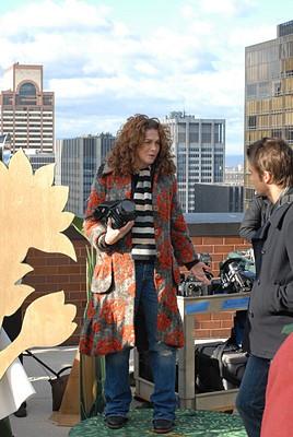 Melanie Mayron e Robert Buckley in un momento dell'episodio 'Chapter Three: Pink Poison' della serie tv Lipstick Jungle