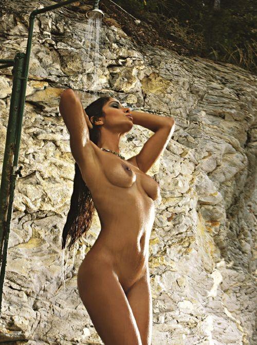 Uno degli scatti del calendario sexy della modella venezuelana Keyla Espinoza