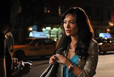 Lindsay Price in una scena dell'episodio 'Chapter Eight: Pandora's Box' della serie Lipstick Jungle
