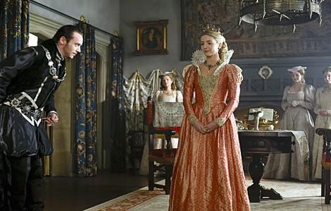tudor serie tv  Jonathan Rhys Meyers e Joanne King nella terza stagione della serie ...