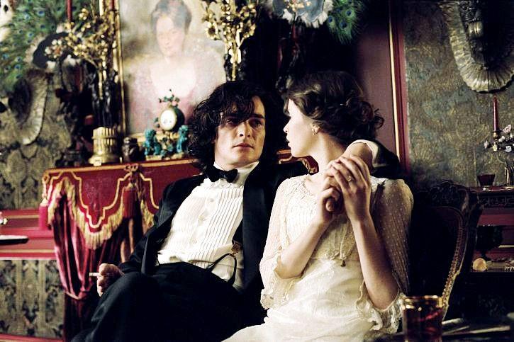 Rupert Friend e la sposina novella Felicity Jones in Cherì