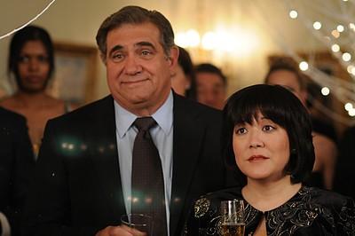 Dan Lauria e Ann Harada nell'episodio 'Chapter Twenty: La Vie En Pose' della serie Lipstick Jungle