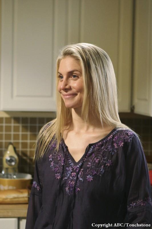 Elizabeth Mitchell in una scena dell'episodio LaFleur di Lost