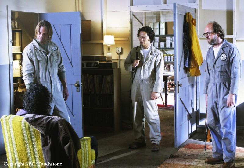 Josh Holloway, Eric Lange, Naveen Andrews e Daniel Dae Kim in una scena dell'episodio Namaste di Lost