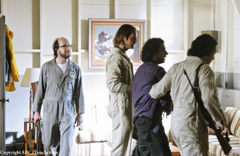 Josh Holloway, Naveen Andrews e Daniel Dae Kim in una scena dell'episodio Namaste di Lost