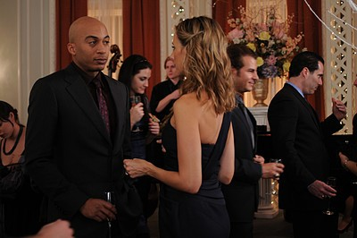 Kim Raver e James Lesure nell'episodio 'Chapter Twenty: La Vie En Pose' della serie Lipstick Jungle