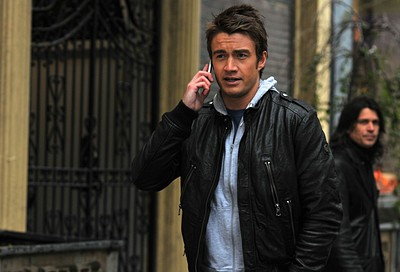 Robert Buckley al telefono con Nico nell'episodio 'Chapter Nineteen: Lovers' Leap' della serie Lipstick Jungle