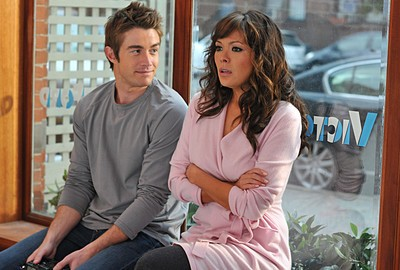 Robert Buckley e Lindsay Price  nell'episodio 'Chapter Eighteen: Indecent Exposure' della serie tv Lipstick Jungle