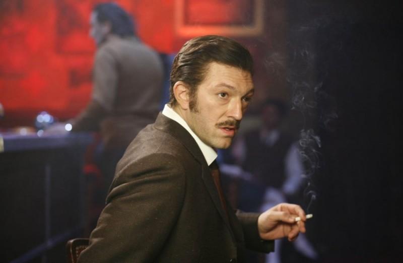 Vincent Cassel è il bandito Jacques Mesrine nel film Nemico pubblico n°1 - L'istinto di morte