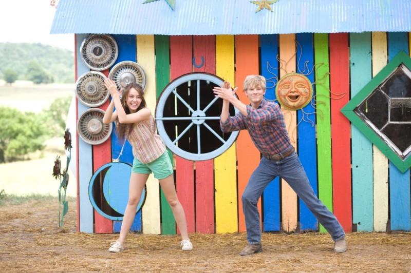 Miley Cyrus e Lucas Till in un'immagine di Hannah Montana: The Movie