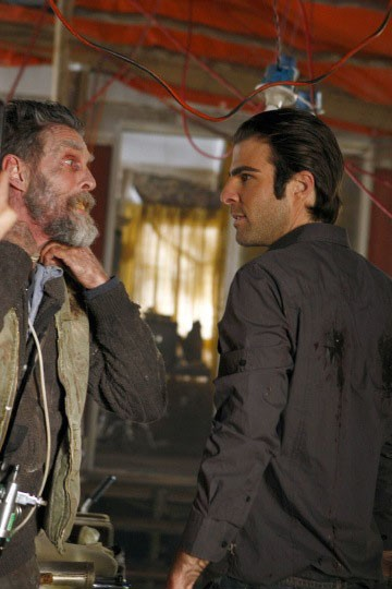 Zachary Quinto e John Glover in una scena di Shades of Gray da Heroes