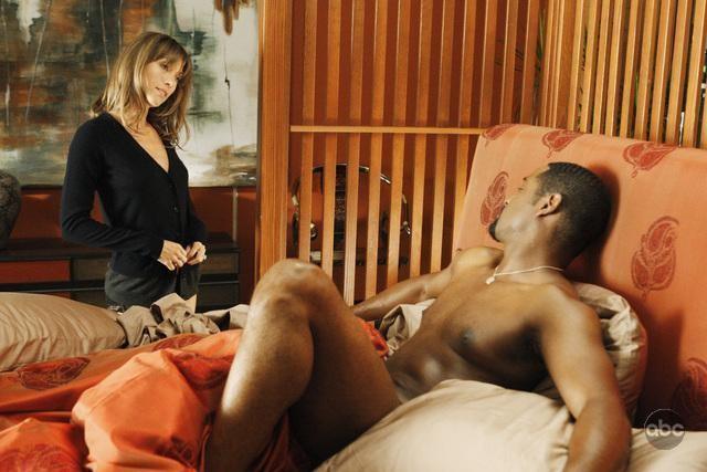 Blair Underwood e la collega Natalie Zea in una scena dell'episodio 'The Summer House' della serie tv Dirty Sexy Money