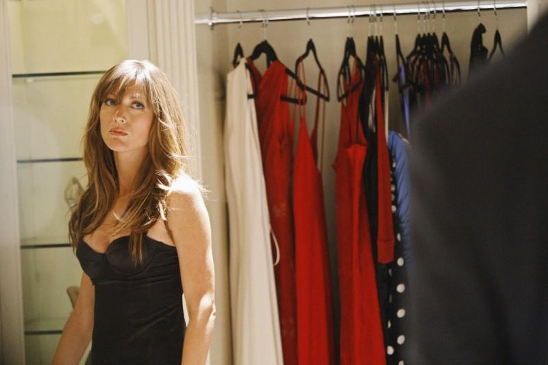 Natalie Zea in una scena dell'episodio 'The Plan' della seconda stagione di Dirty Sexy Money