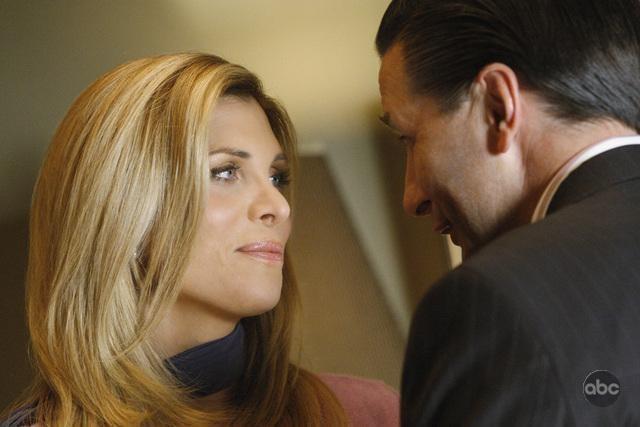 Candis Cayne e William Baldwin in una scena dell'episodio 'The Plan' della seconda stagione di Dirty Sexy Money