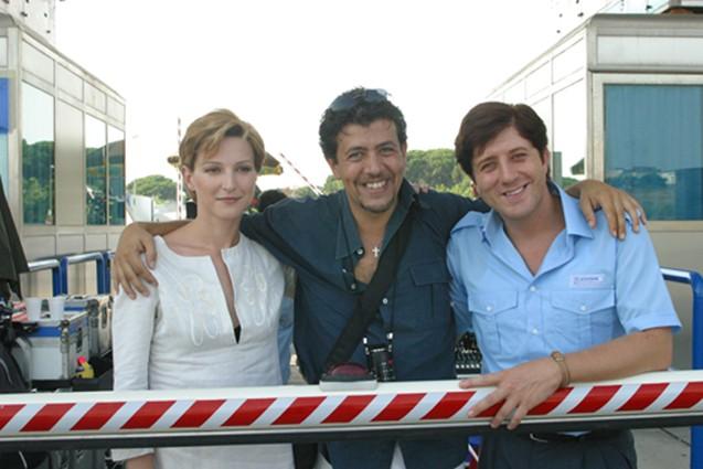 Clotilde Sabatino, il regista Bruno De Paola e Pietro Pignatelli sul set del film Il sogno nel casello