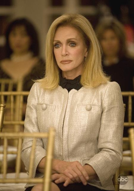 Donna Mills in una scena dell'episodio 'The Facts' della seconda stagione di Dirty Sexy Money'