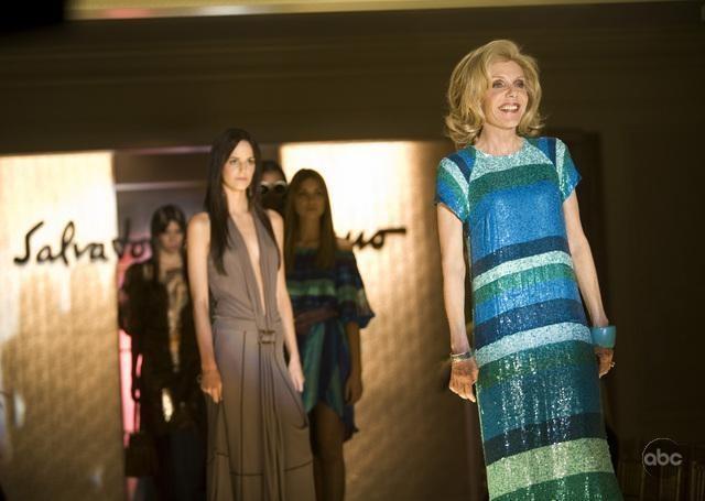 Jill Clayburgh durante una sfilata nell'episodio 'The Facts' della serie tv Dirty Sexy Money