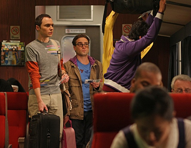Kunal Nayyar, Jim Parsons e Johnny Galecki nell'episodio The Terminator Decoupling di The Big Bang Theory