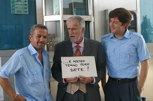 Mario Porfito, Ugo Fangareggi e Pietro Pignatelli in una scena del film Il sogno nel casello