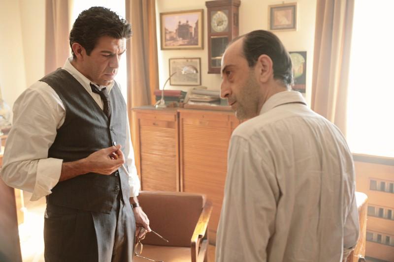 Pierfrancesco Favino in una sequenza della miniserie tv Pane e libertà