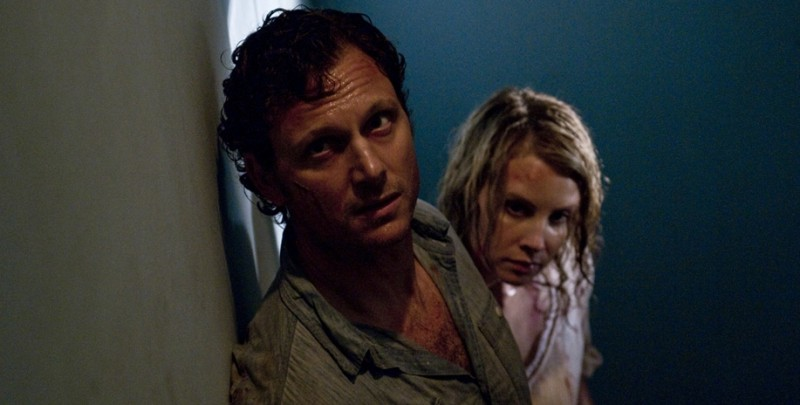 Tony Goldwyn e Monica Potter in una sequenza del film The Last House on the Left