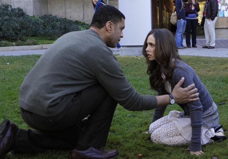 Eliza Dushku ed Harry J. Lennix in un momento dell'episodio Echoes di Dollhouse