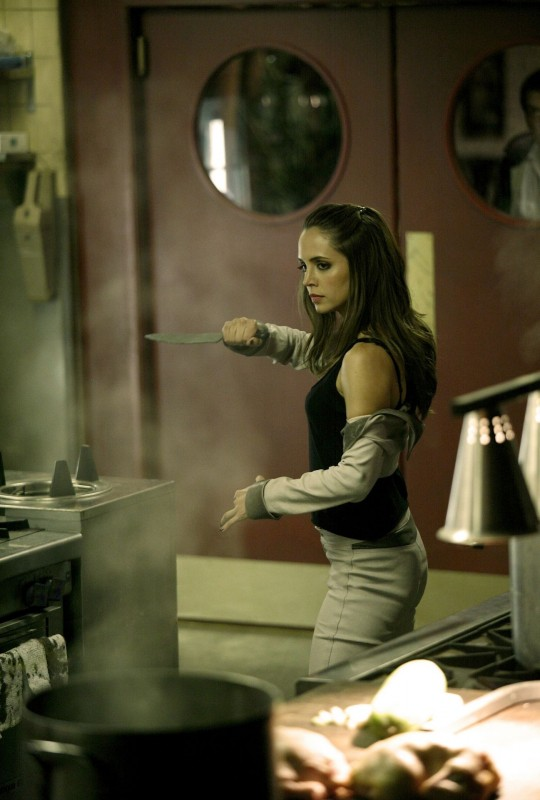 Eliza Dushku nell'episodio Man On The Street di Dollhouse